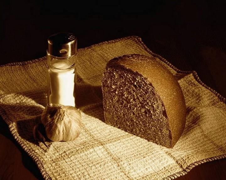 На слафетке краюха хлеба, чеснок и соль, о посте, тезисы