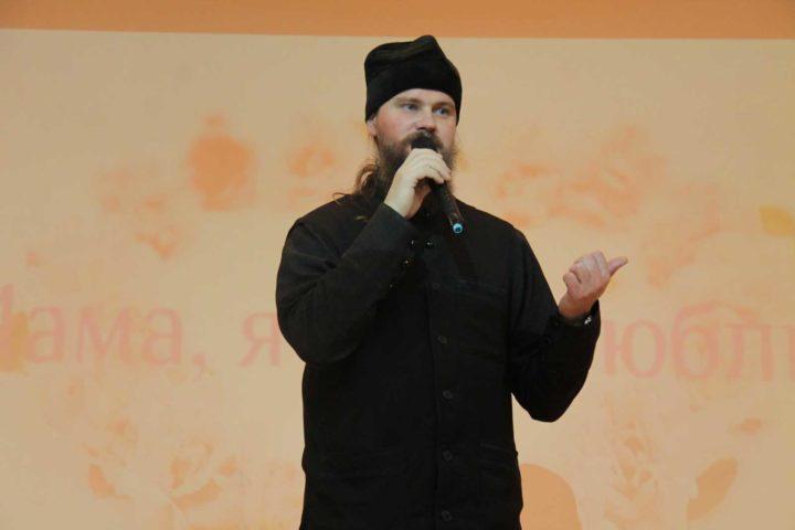 протоиерей Ярослав Иванов, на праздничном концерте в шк.N3, г.Челябинск, 24.11.2016