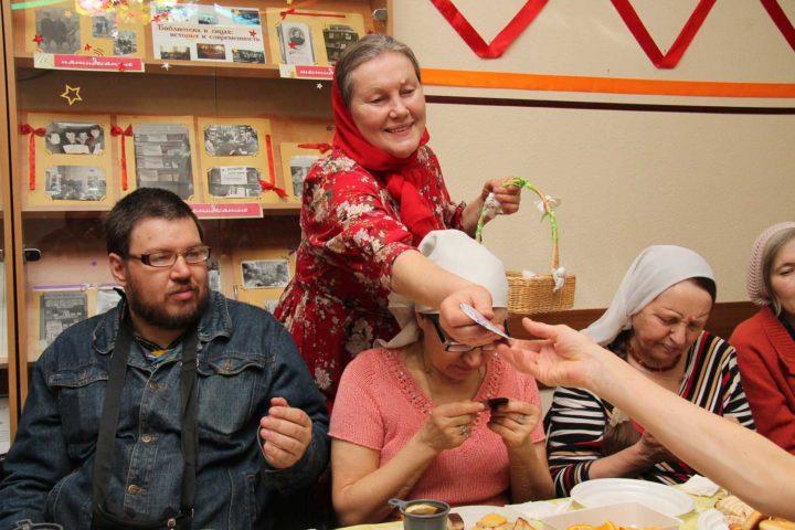 Приходской хор храма преподобного Сергия Радонежского поспешил поделиться пасхальной радостью в клуб «Православная семья»
