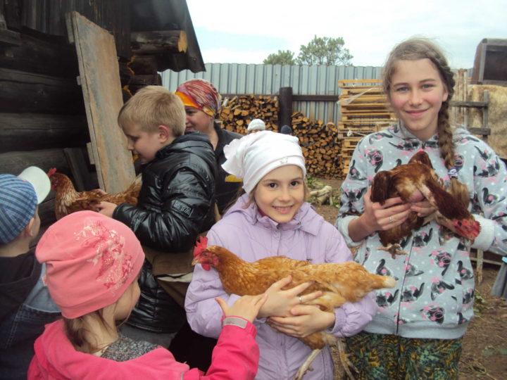 Воспитанники детской воскресной школы посетили женский монастырь в Булзях