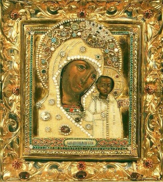 Икона Божией Матери «Казанская» - чудотворный образ, принесенный нижегородским ополчением в Москву, с венчиком от князя Пожарского