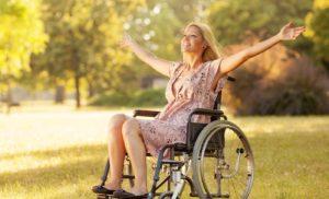 девушка в коляске