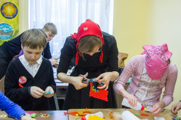 Чудо в руках: пасхальное панно с цветущим деревом, созданное детьми, украсит холл просветительского центра