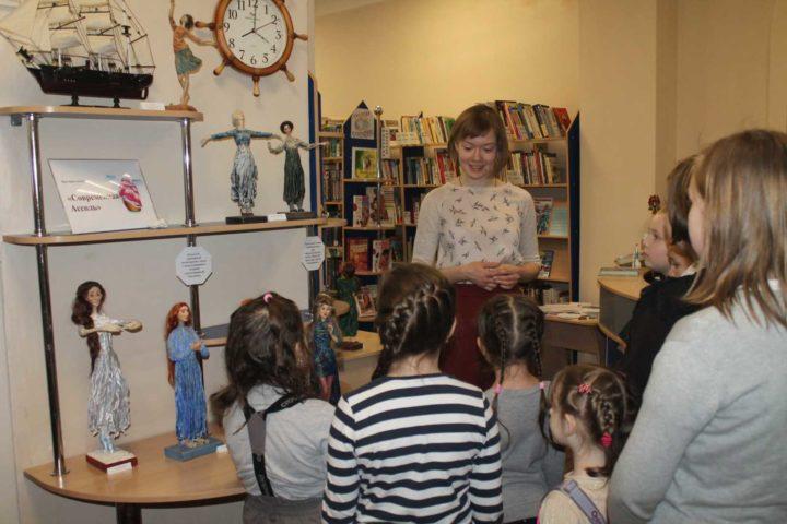 Выставка авторских кукол творческой студии «Барбарискино» «Современная Ассоль» состоялась в детской библиотеке № 7