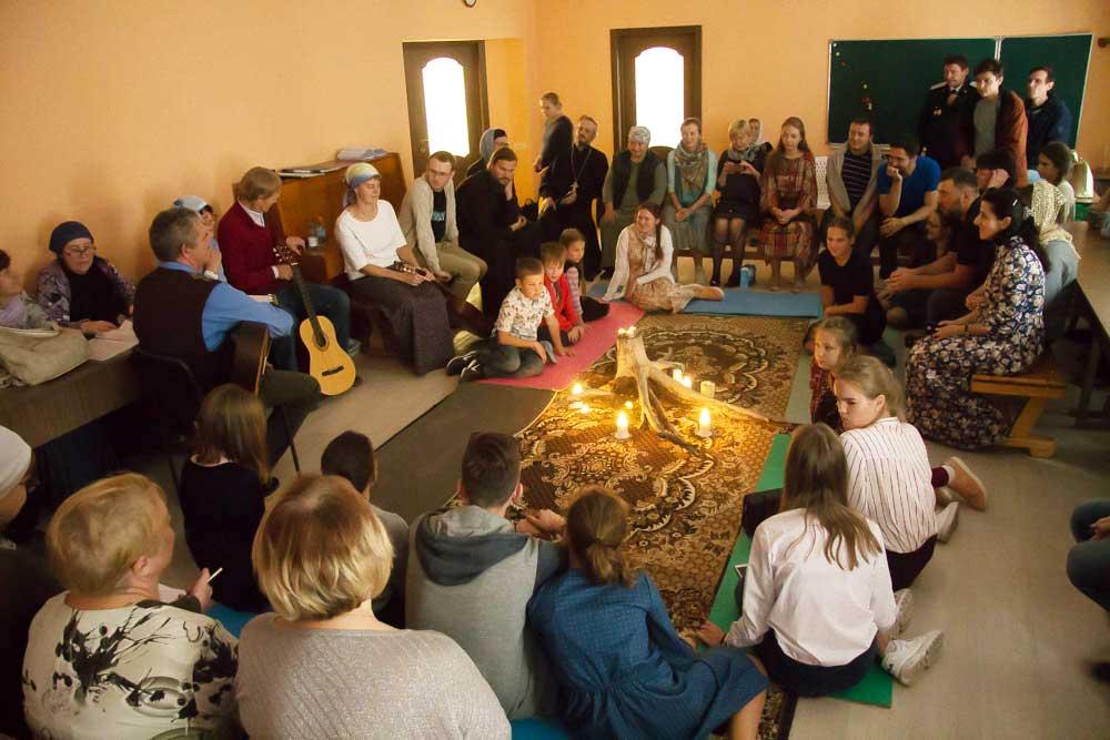 Вечер бардовской песни в Воскресной школе храма преподобного Сергия Радонежского города Челябинска