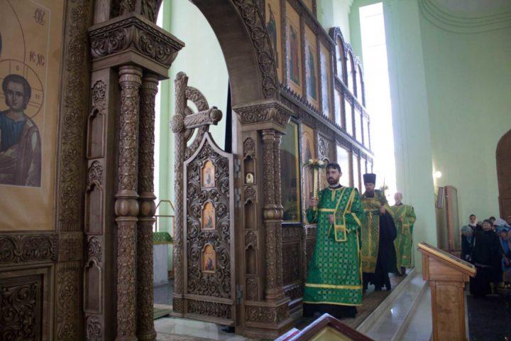 В храме преподобного Сергия игумена Радонежского установлен новый иконостас