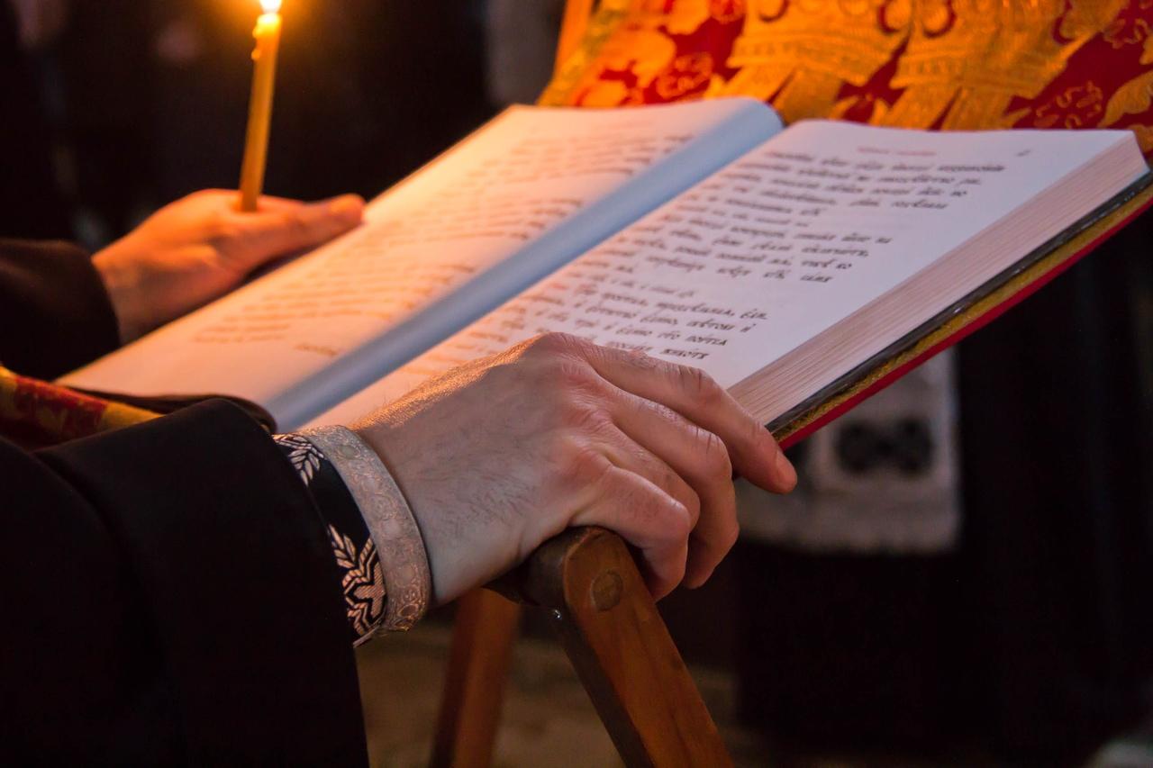 Церковно-славянский язык, книга на аналое