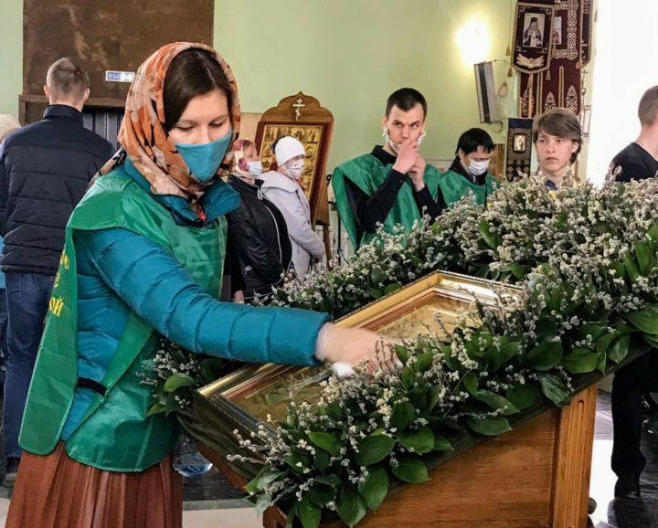 Волонтеры в храме