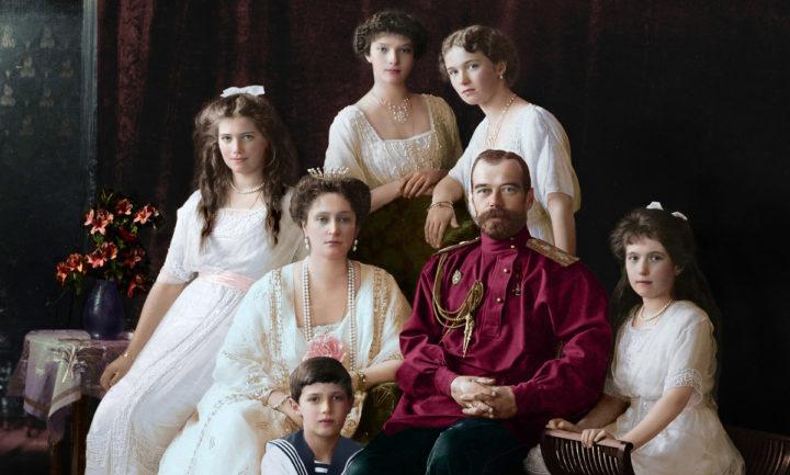 Царственные страстотерпцы: царь – мученика Николай II и его семья, восстановленная в цвете фотография
