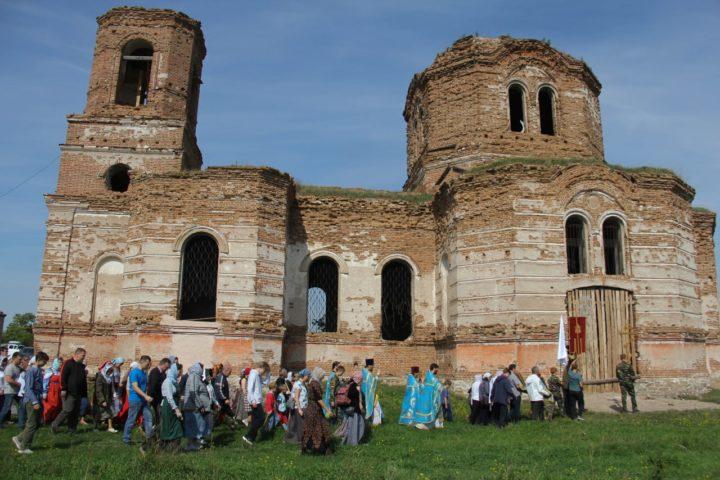 В храме в поселке Кирды Литургия совершилась впервые за 90 лет